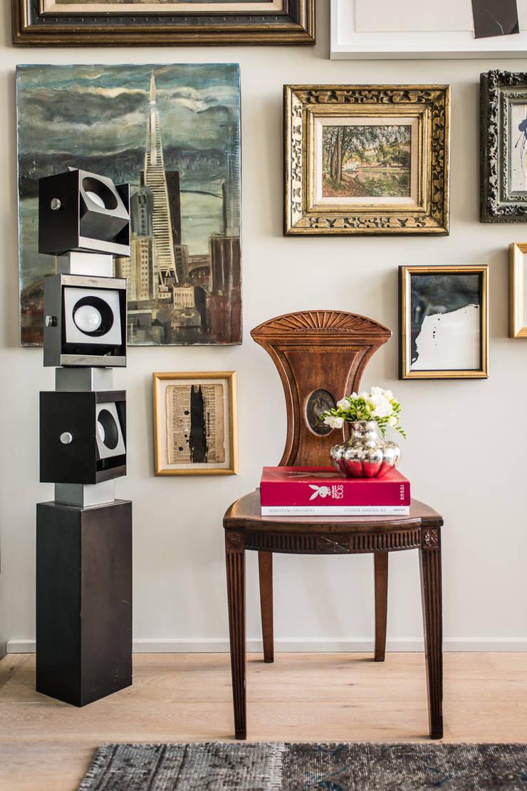 Casa em Sao Francisco: Sala de estar  por Antonio Martins Interior Design Inc