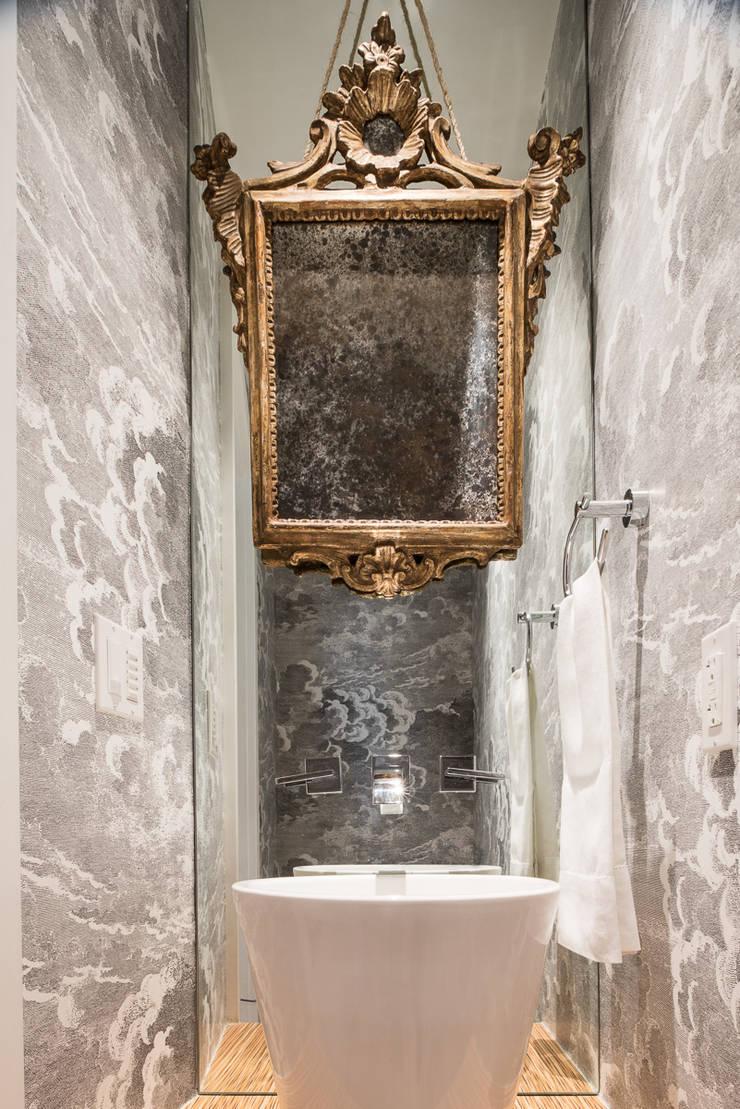 Casa em Sao Francisco: Casa de banho  por Antonio Martins Interior Design Inc