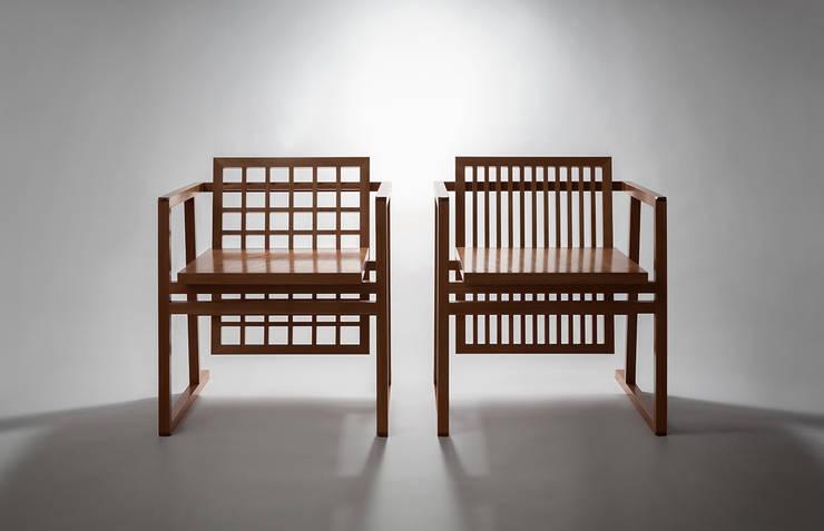 Japanese Chair - Miyazaki Mokuzai: miyake designが手掛けたリビングルームです。