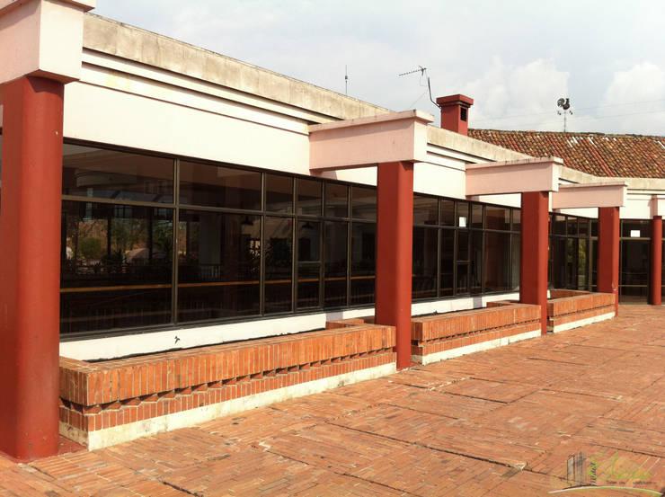 Antes Terraza: Bares y discotecas de estilo  por Esbozo Taller de Arquitectura SAS, Moderno Madera Acabado en madera