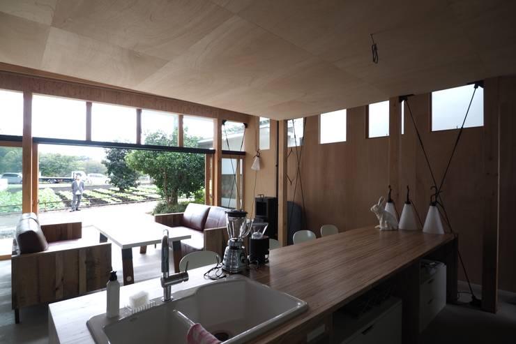 off glid house in yokohama: abanba inc.が手掛けたダイニングです。