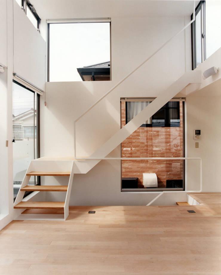 小金井の家: hamanakadesignstudioが手掛けたリビングです。,