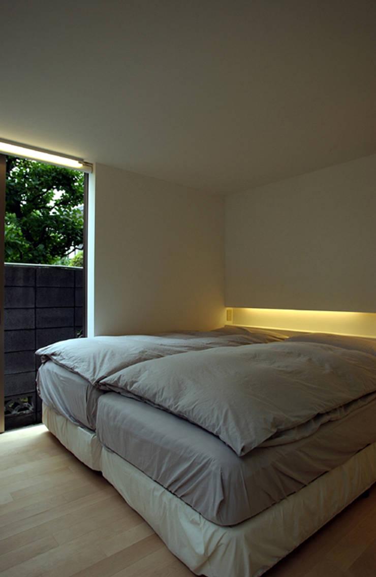 小金井の家: hamanakadesignstudioが手掛けた寝室です。,