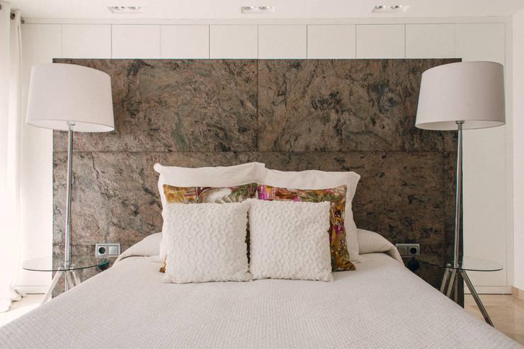 Projekty,  Sypialnia zaprojektowane przez JUANCHO GONZALEZ