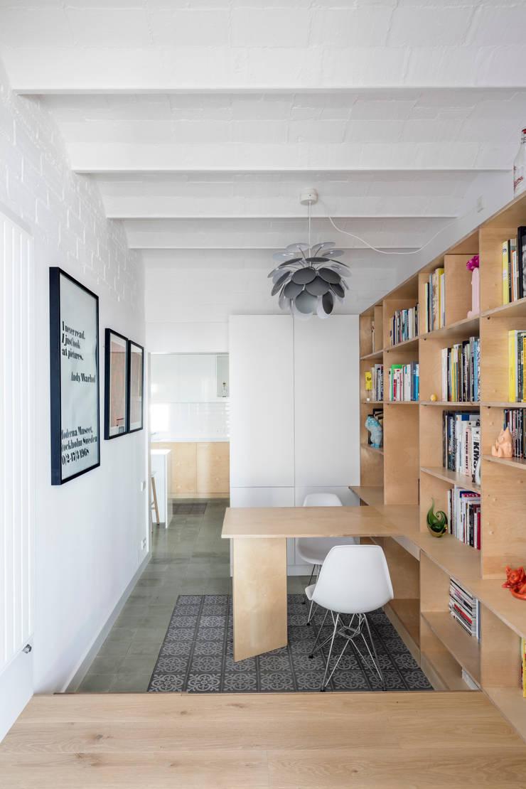 Estudios y biblioteca de estilo  por vora, Moderno