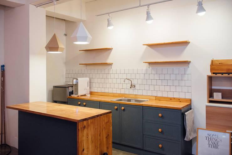 Cocinas de estilo  por 바라다봄 스튜디오