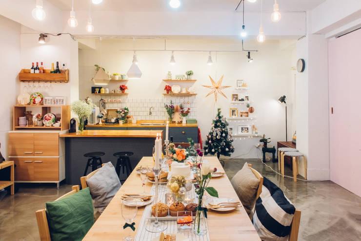 Dining room by 바라다봄 스튜디오, Scandinavian