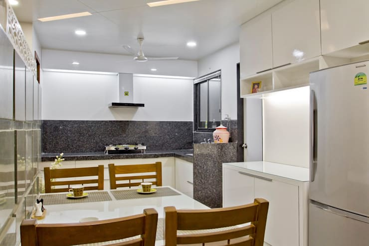 SPARSH:  Kitchen by PADARRPAN ARCHITECTS