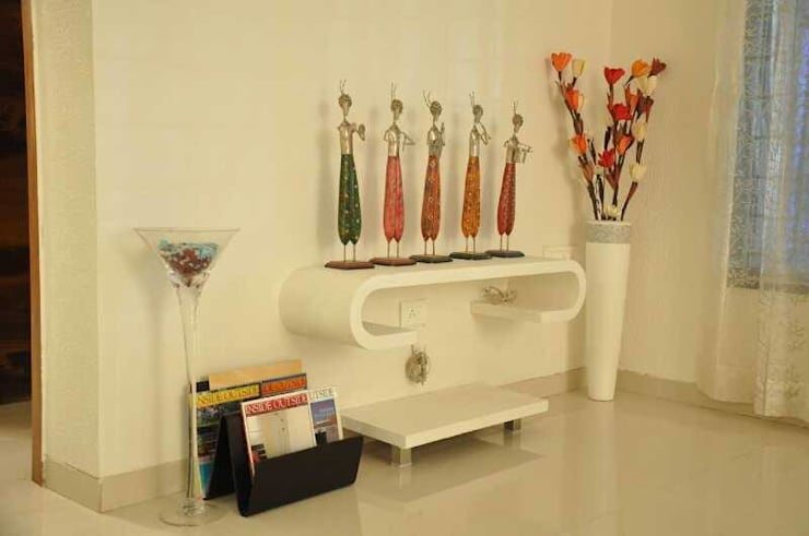 SAMVAAD:  Living room by PADARRPAN ARCHITECTS