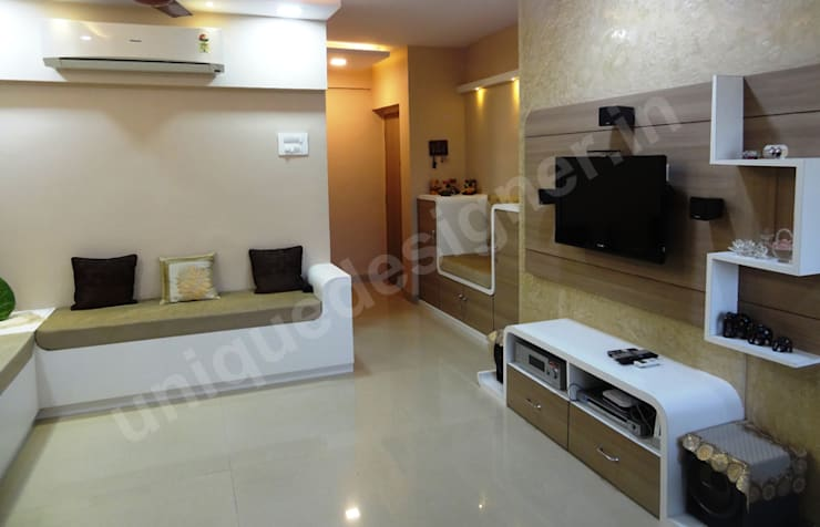 Mr. Makarand Pradhan: modern Living room by UNIQUE DESIGNERS & ARCHITECTS