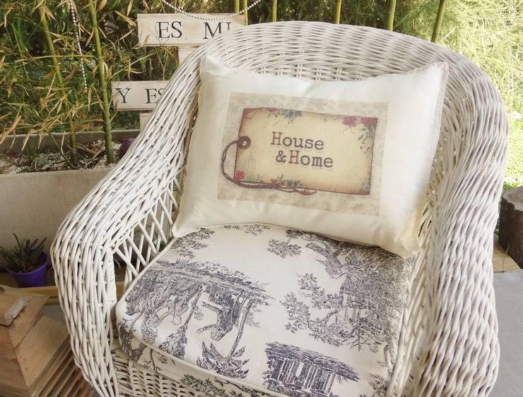 Almohadones linea Vintage lienzo 50x40: Jardines de estilo  por Lola Eme Deco