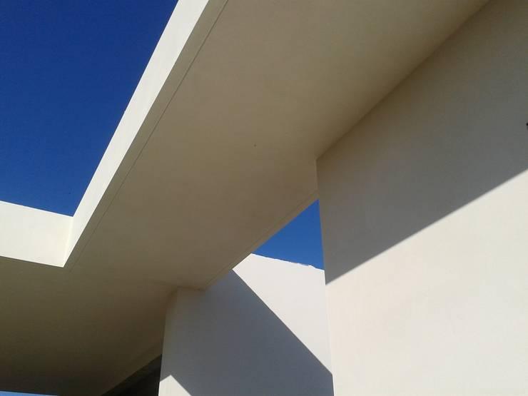 Moradia Unifamiliar: Casas  por Marta Zita Peixoto - Arquitectura