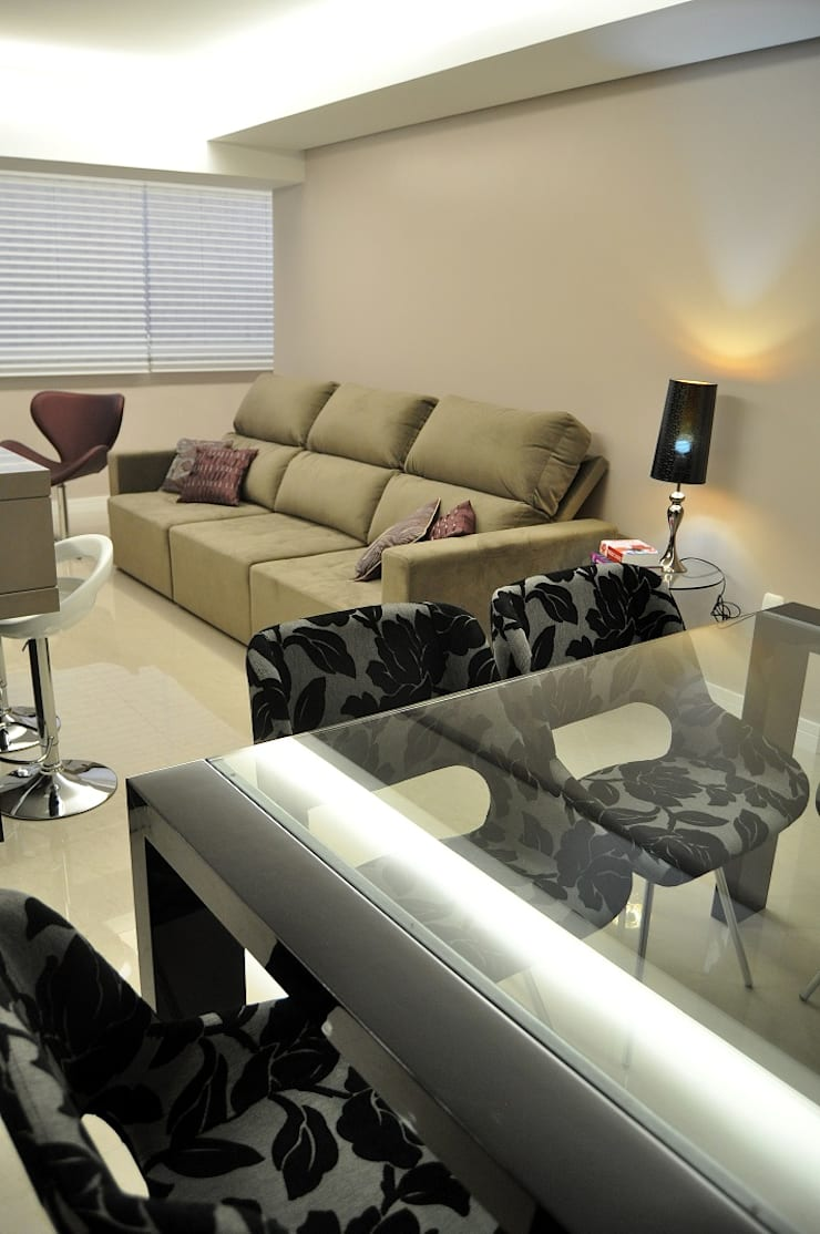 Living room by ROBERTA FANTON ARQUITETURA INTEGRADA,