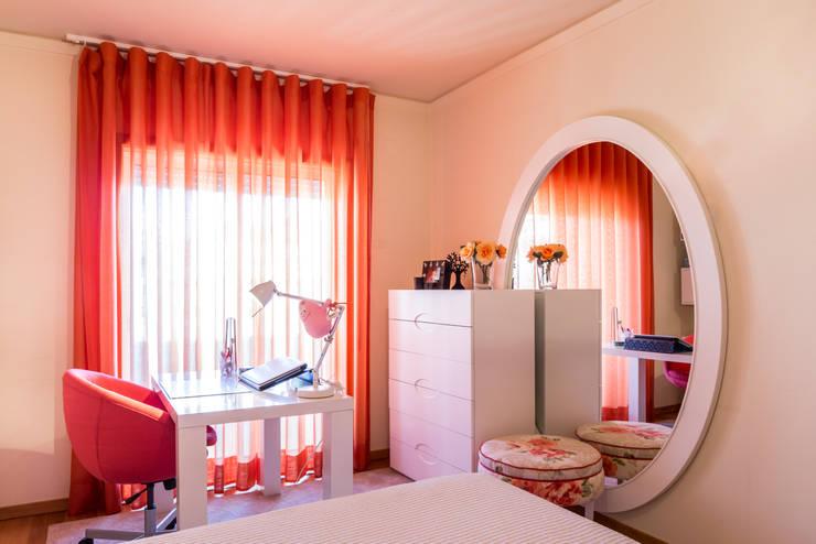 O quarto da Cristina: Quarto  por Cássia Lignéa