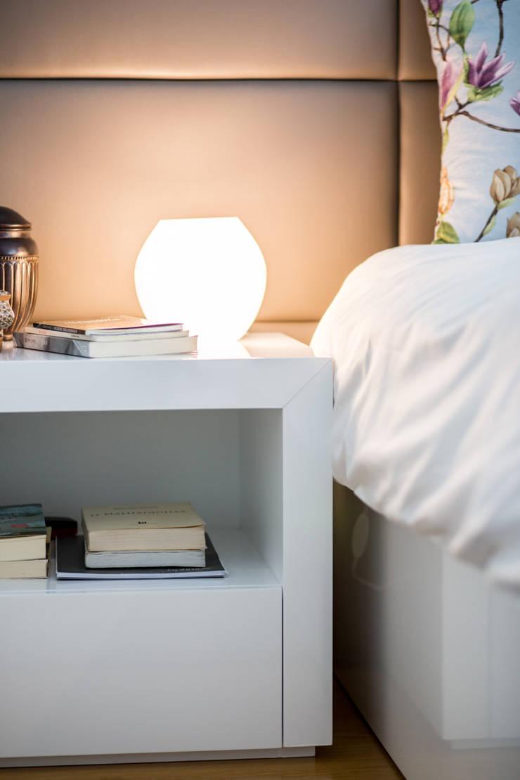 O quarto da Madalena: Quarto  por Cássia Lignéa