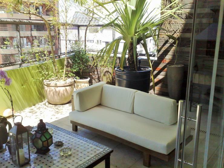 Casa nas alturas: Terraços  por Luciani e Associados Arquitetura