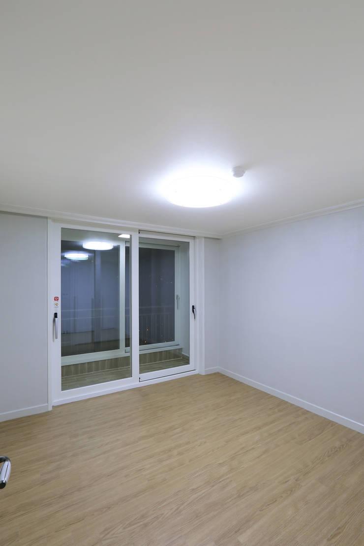 부천 중동 은하마을 48평형 아파트: 금화 인테리어 의  침실