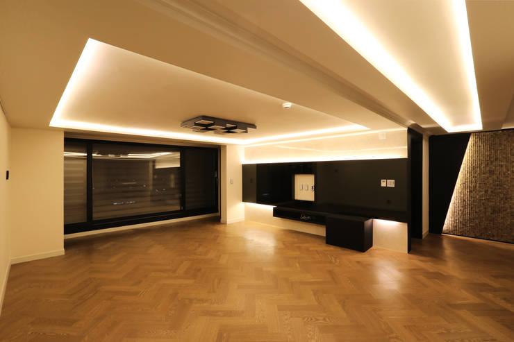 부천 중동 은하마을 48평형 아파트: 금화 인테리어 의  거실