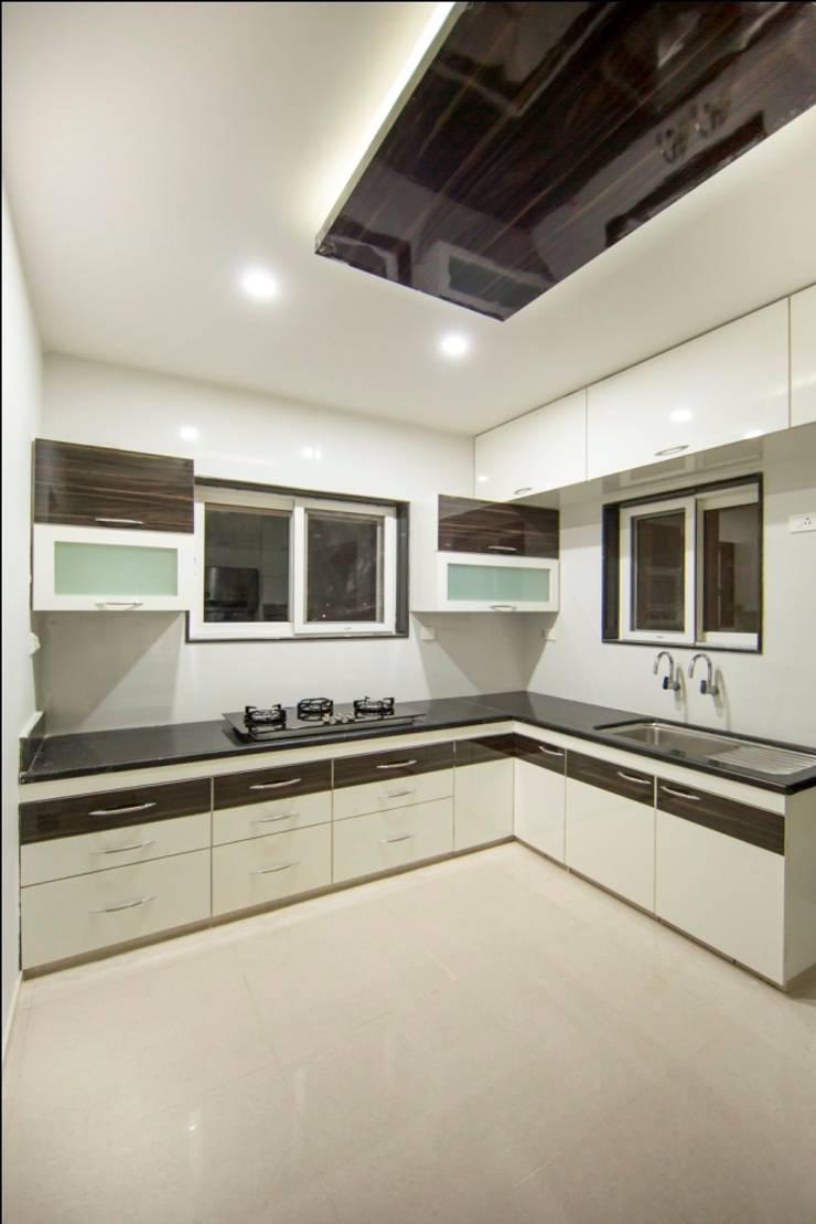 Kitchen:  Kitchen by ARK Architects & Interior Designers