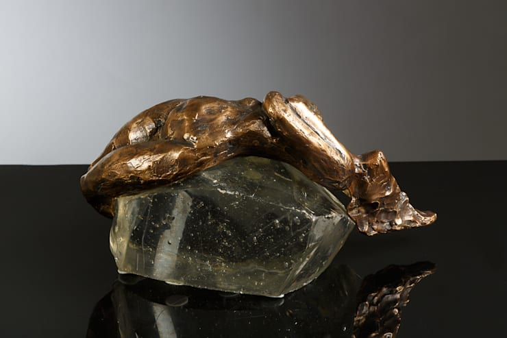 Fey Home – Sere Serpe Bronz & Cam Özel Koleksiyon Heykel Çalışması…: modern tarz , Modern