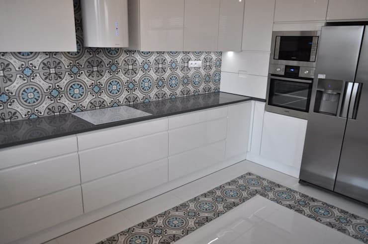 Modern kitchen by Kolory Maroka Modern Tiles