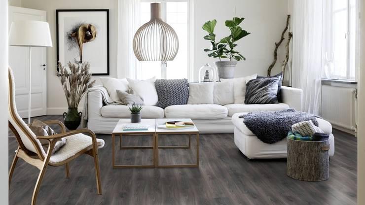 Pisos para Interiores y Exteriores: Paredes y pisos de estilo  por Escuadra Arquitectura C.A