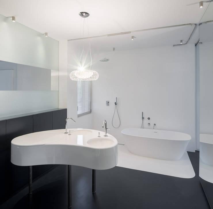 Ванные комнаты в . Автор – ImagenSubliminal