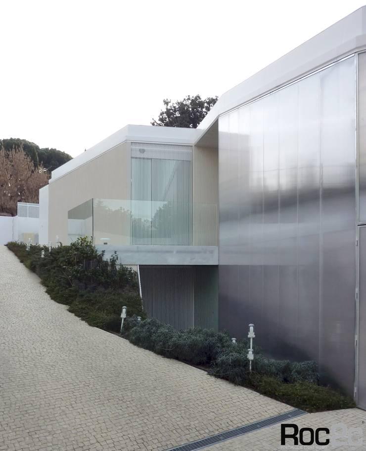 Calçada # house # 1.130, Madrid – Arquitetura Estudio Entresitio: Casas  por Roc2c