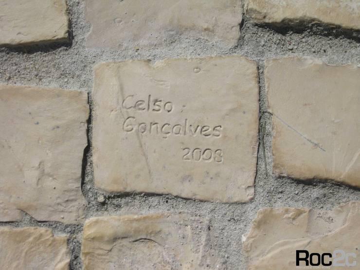Calçada Entrada Moradia, Óbidos – Arquiteto Álvaro Siza Vieira: Casas  por Roc2c