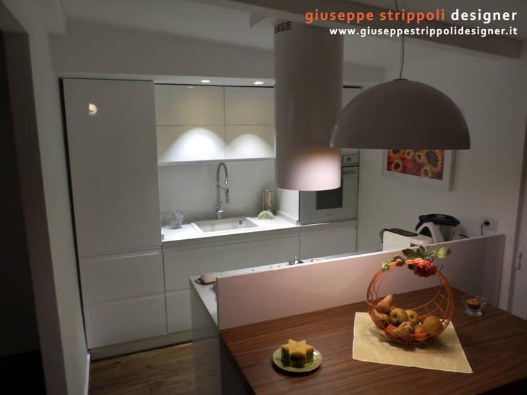 Piccola Cucina ad isola: Cucina in stile  di Giuseppe Strippoli Designer