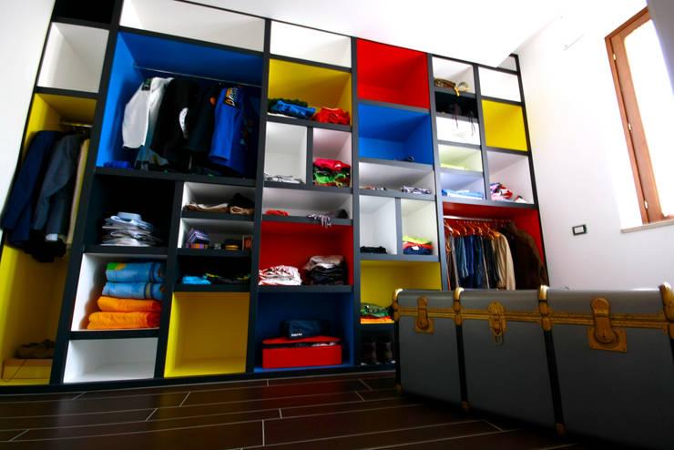 Aalpe Architetti:  tarz Giyinme Odası