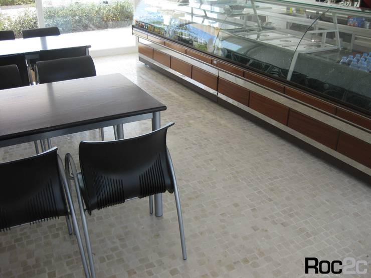 Calçada Polida Pizzaria, Óbidos – Arquiteto Álvaro Siza Vieira: Espaços de restauração  por Roc2c