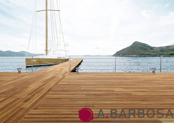 Deck Cumaru: Parede e piso  por A.Barbosa