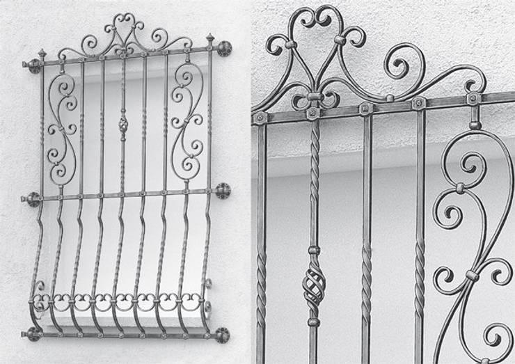 Variedades de rejas: Jardines de estilo  por CONSTRUCTORES EN HIERRO NOL-HER, C.A.