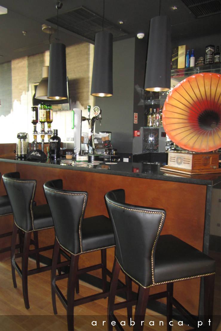 Hard Stone – Steak House: Espaços de restauração  por Areabranca