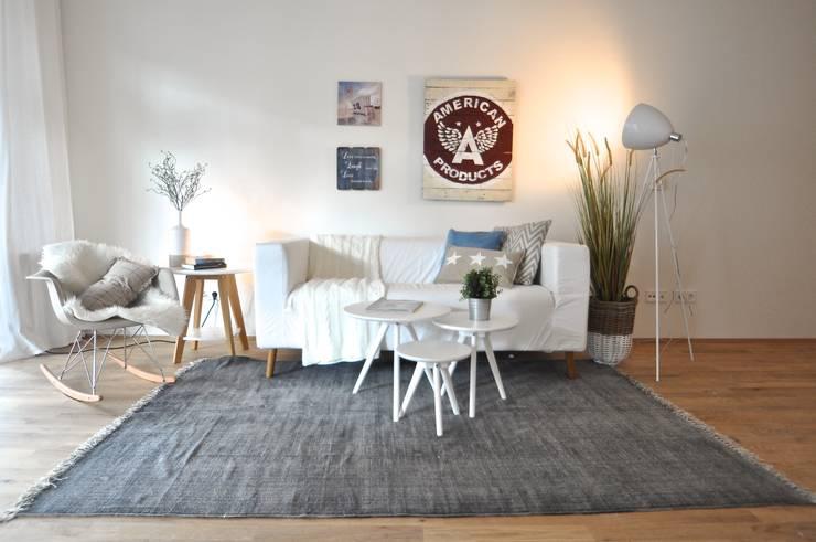 Salas / recibidores de estilo moderno por Karin Armbrust - Home Staging
