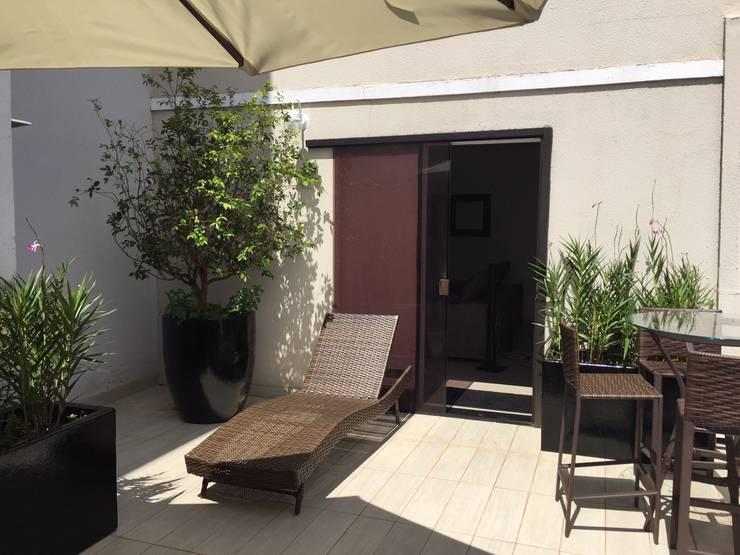Terraço R.M.: Jardins  por Eneida Lima Paisagismo,