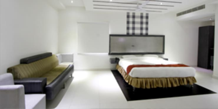 Palak Hotels:  Bedroom by EXOTIC FURNITURE AND INTERIORS