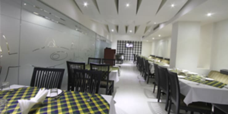 Palak Hotels:  Dining room by EXOTIC FURNITURE AND INTERIORS