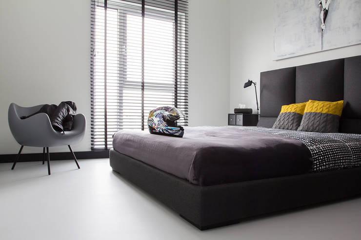 CC /_\ CONCRETE CONCEPT by KASIA ORWAT home design: styl , w kategorii Sypialnia zaprojektowany przez WERONIKA TROJANOWSKA photographer