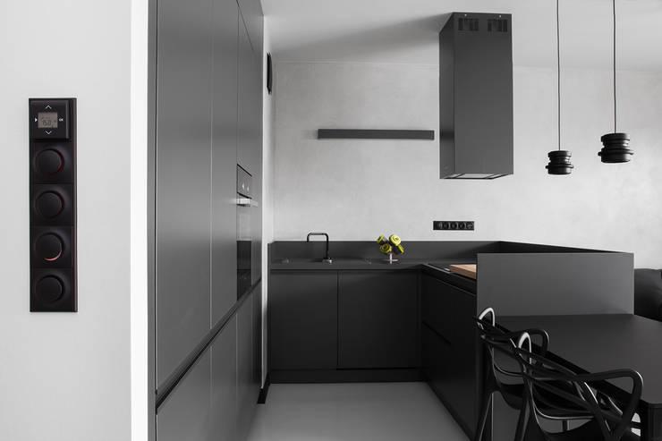 CC /_\ CONCRETE CONCEPT by KASIA ORWAT home design: styl , w kategorii Kuchnia zaprojektowany przez WERONIKA TROJANOWSKA photographer