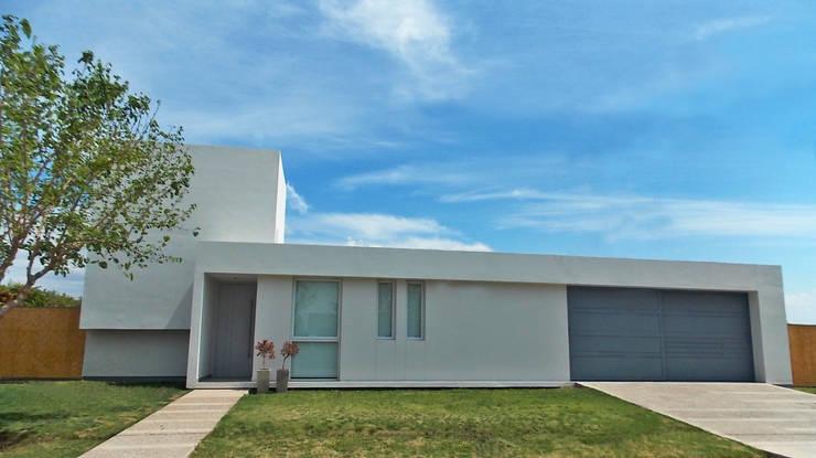 CASA VC: Casas de estilo  por Aurea Arquitectura y Amoblamientos