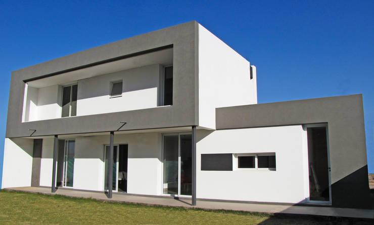 CASA V: Casas de estilo  por Aurea Arquitectura y Amoblamientos,