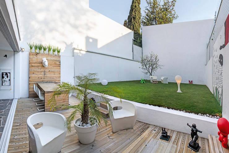 Terrace by Miguel de la Torre Arquitectos