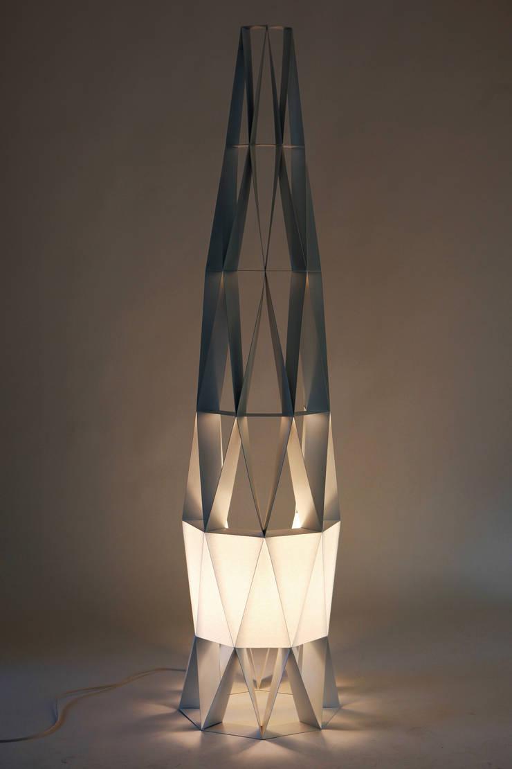FRACTAL STAND LAMP 1: 이호기의  거실