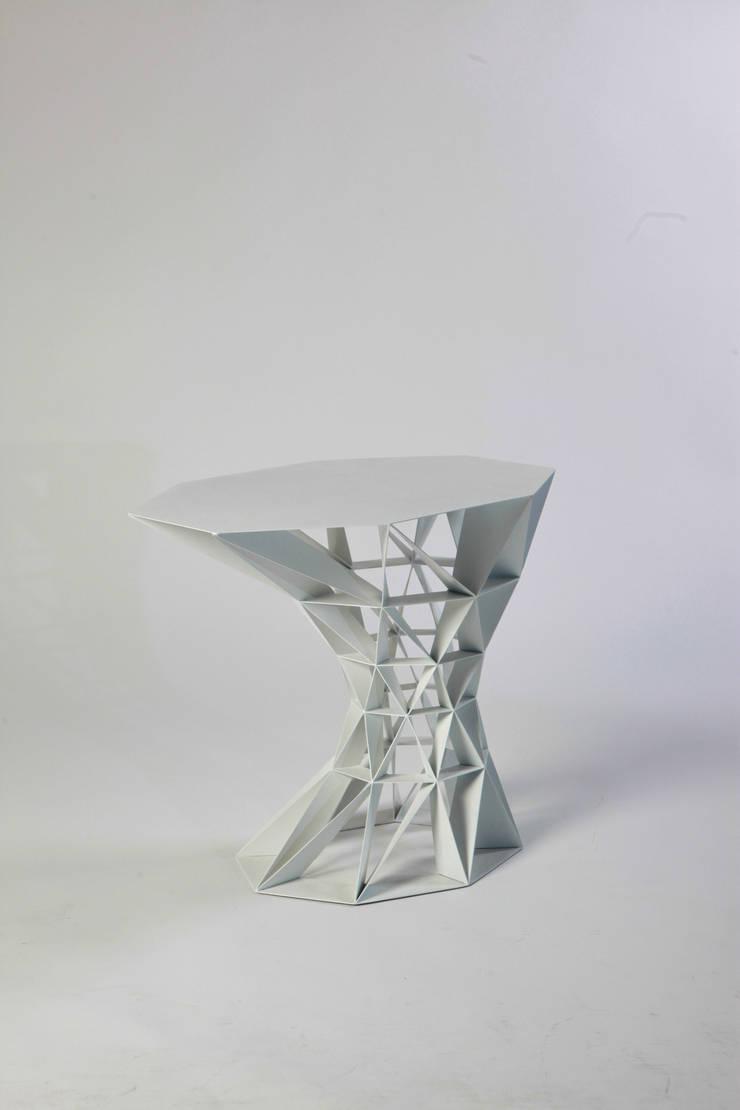 FRACTAL SIDE TABLE: 이호기의  거실