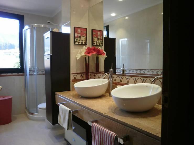 Consma Construcciones: Baños de estilo moderno de Consma Construcciones