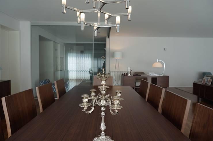 Apartamento Matosinhos Sul: Salas de jantar  por Kohde
