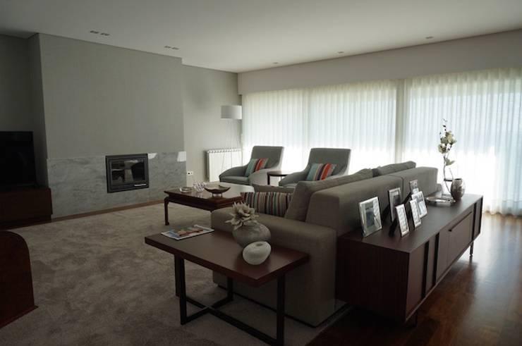 Apartamento Matosinhos Sul: Salas de estar  por Kohde