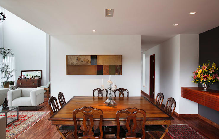 Dining room by Carlos Salles Arquitetura e Interiores
